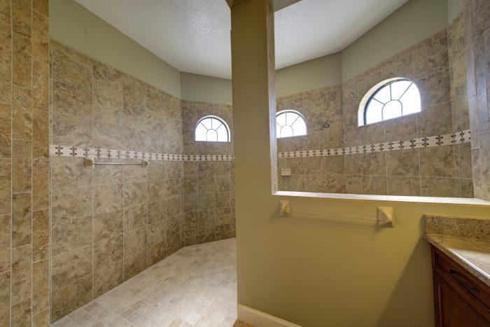 15 Master Walk-in Tile Shower