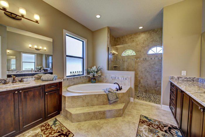 25Master Bathroom
