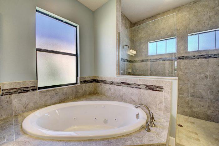 Jacuzzi Tub in Master Bath